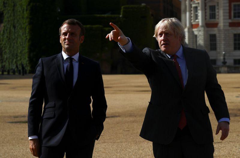 Coronavirus: Johnson dit avoir discuté des frontières avec Macron