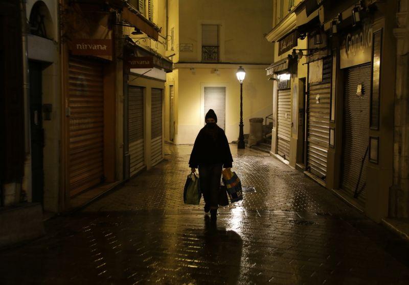 Coronavirus: La France sous couvre-feu passe le cap des 70.000 morts