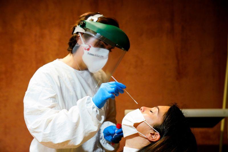 Coronavirus: La France va rendre les tests obligatoires pour les voyageurs de l'UE