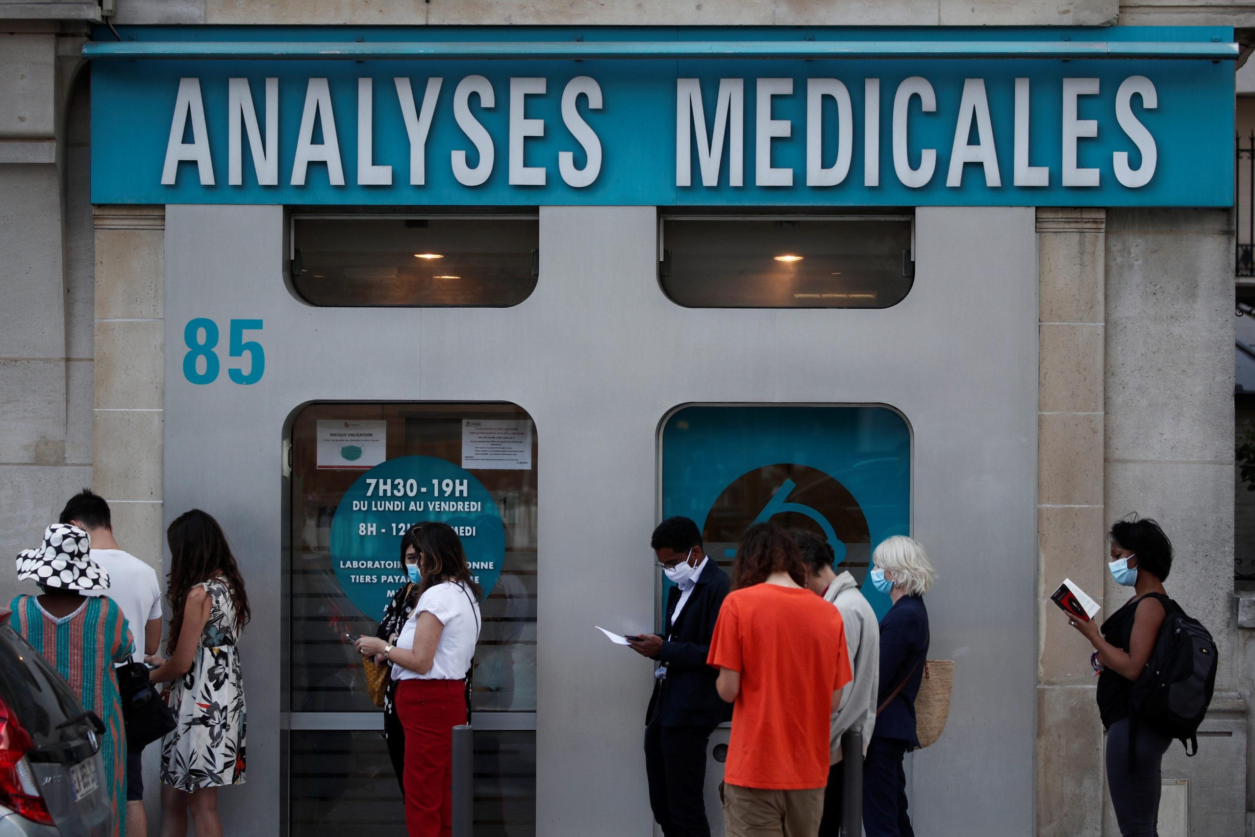 Coronavirus: Le gouvernement français critiqué pour sa politique de tests