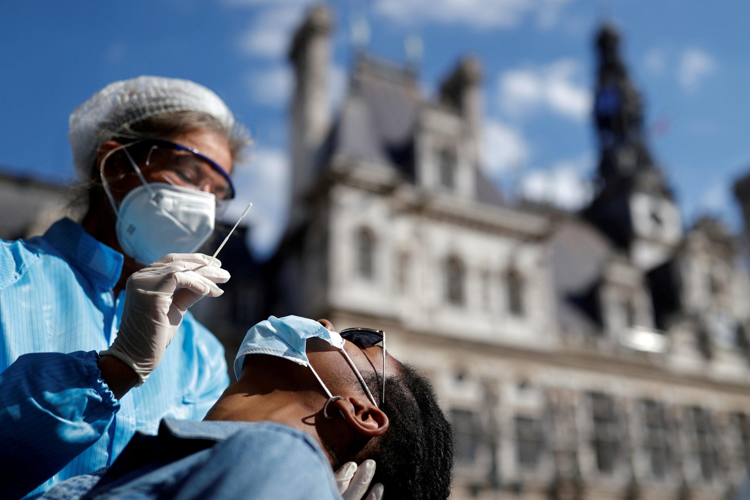 Coronavirus: Plus de 13.000 nouvelles contaminations en 24 heures en France