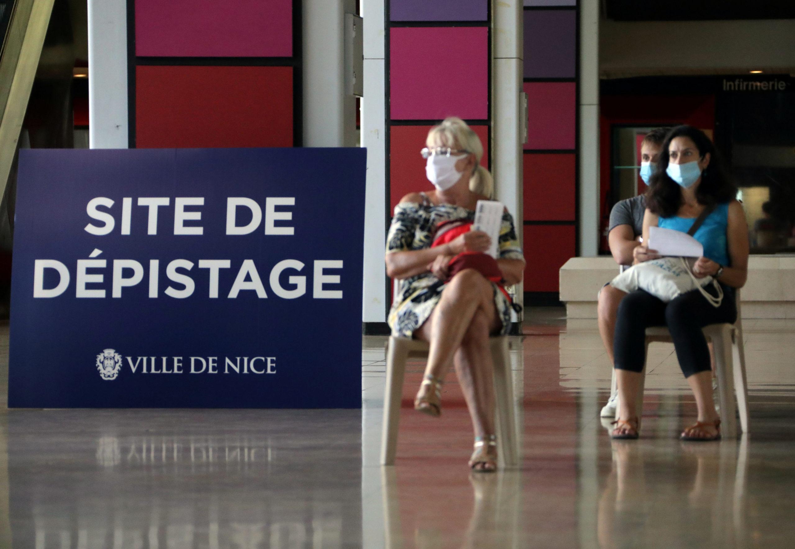 Coronavirus: Près de 8.000 nouveaux cas en 24 heures en France