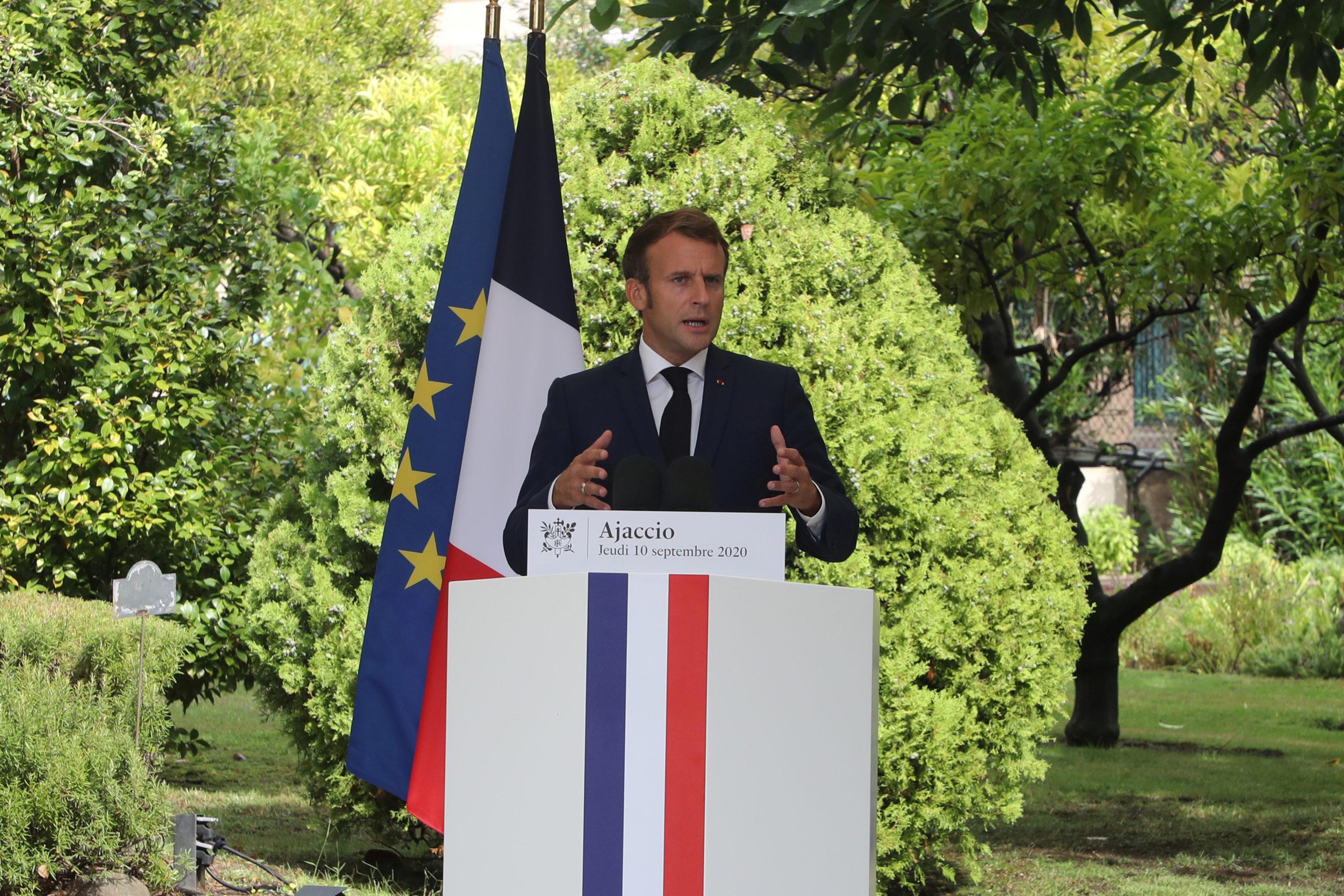 Covid-19: Emmanuel Macron veut donner de la visibilité sans céder à la panique