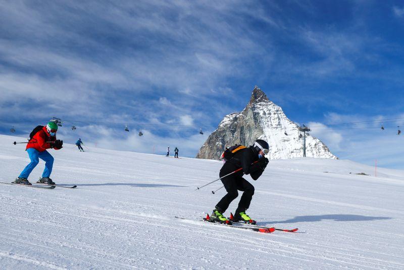 Covid-19: La Suisse gardera ses stations de ski ouvertes