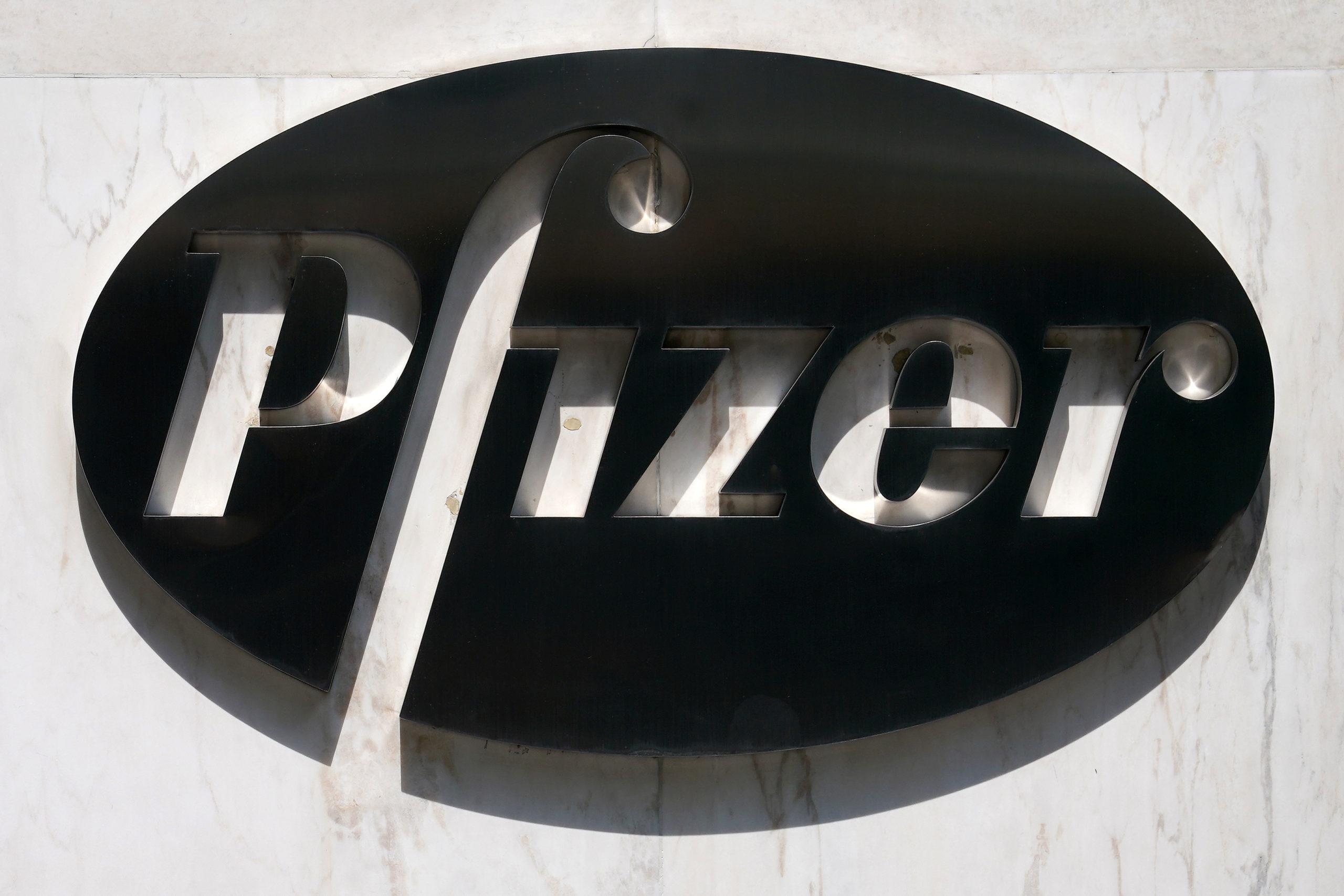 Covid-19: Moderna et Pfizer lancent les tests à grande échelle de leurs vaccins
