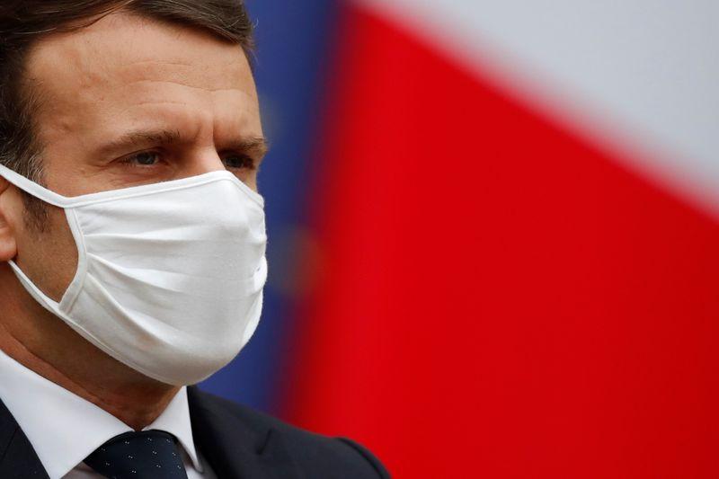 Covid: Encore plus de 27.000 patients, la France vit des heures cruciales, dit Macron