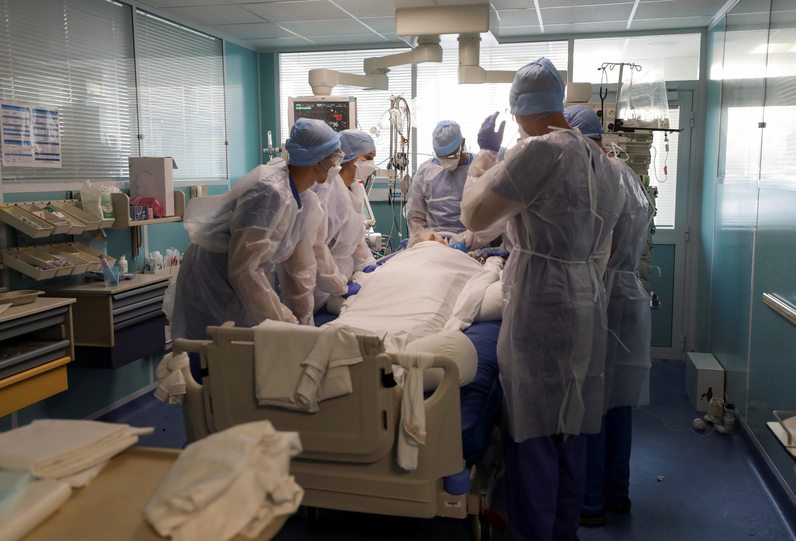 Coronavirus: Plus de 6.000 personnes hospitalisées en France