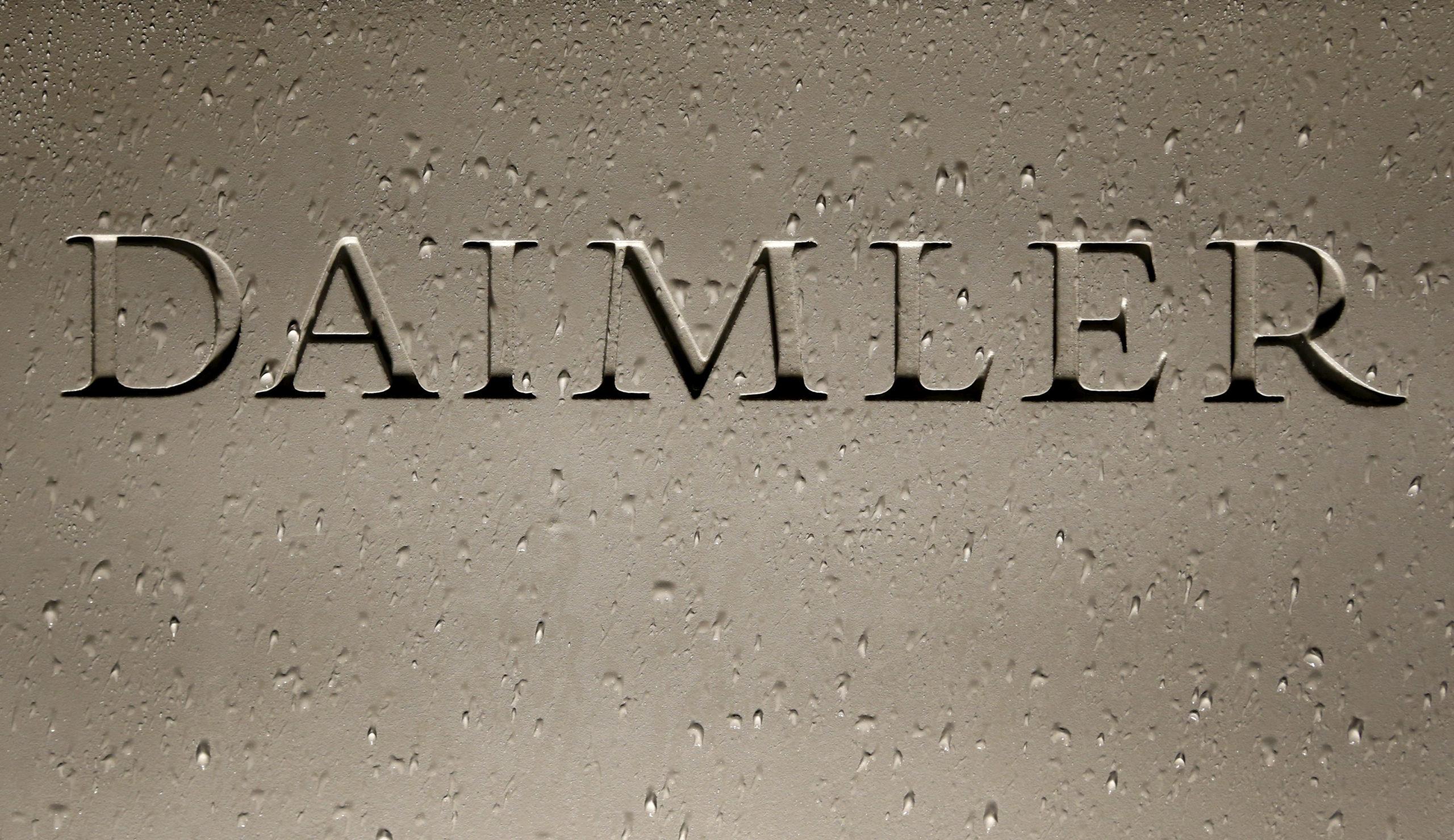 DAIMLER DOIT GARDER TOUTES LES OPTIONS OUVERTES POUR HAMBACH, DIT LE MAIRE