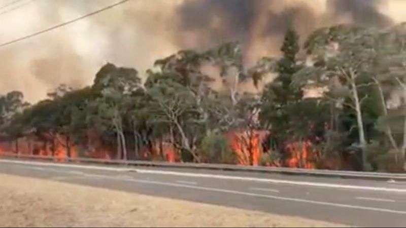Des milliers de personnes évacuent le sud-est de l'Australie, frappé par des incendies