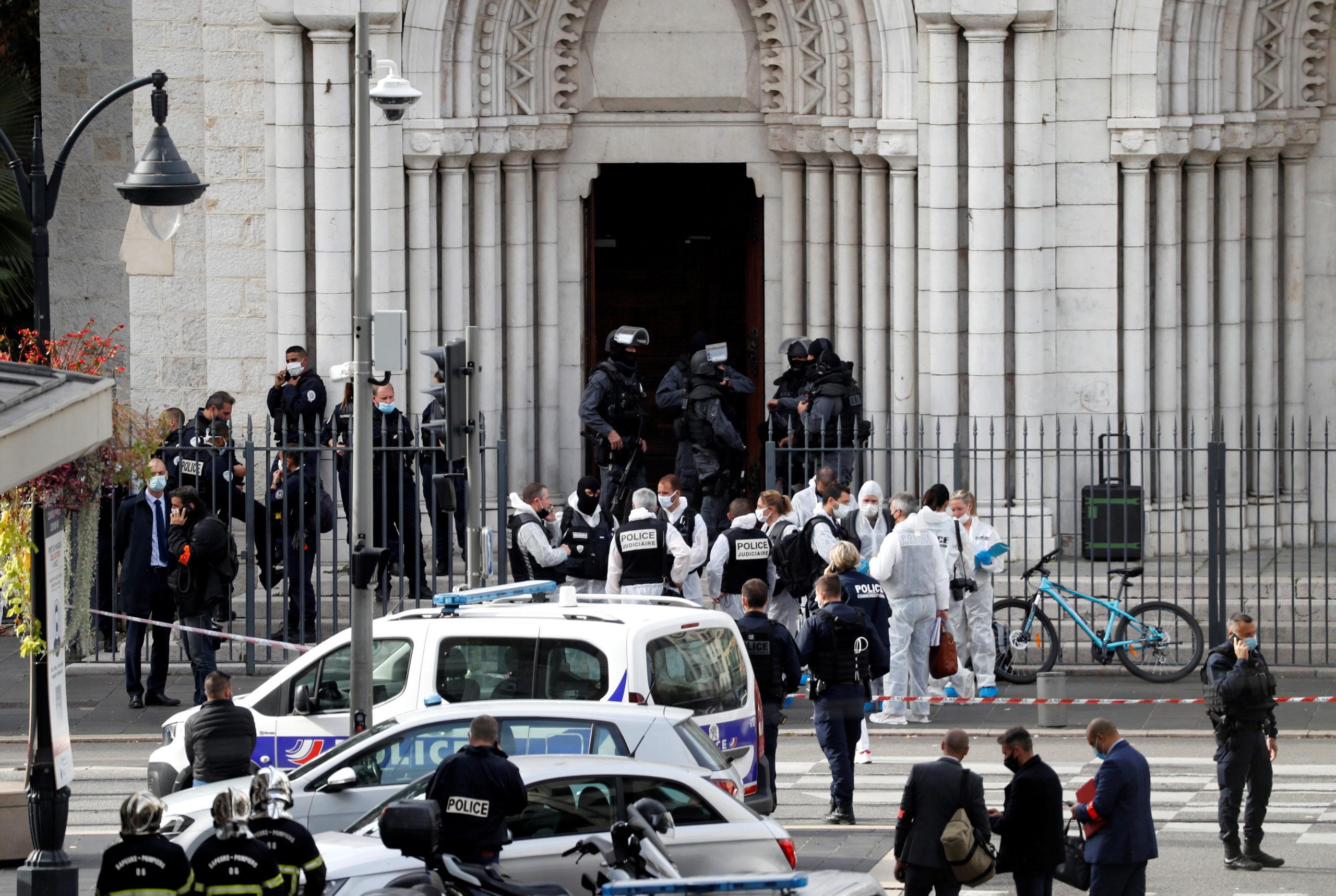 Un Tunisien de 21 ans massacre trois personnes dans une église à Nice