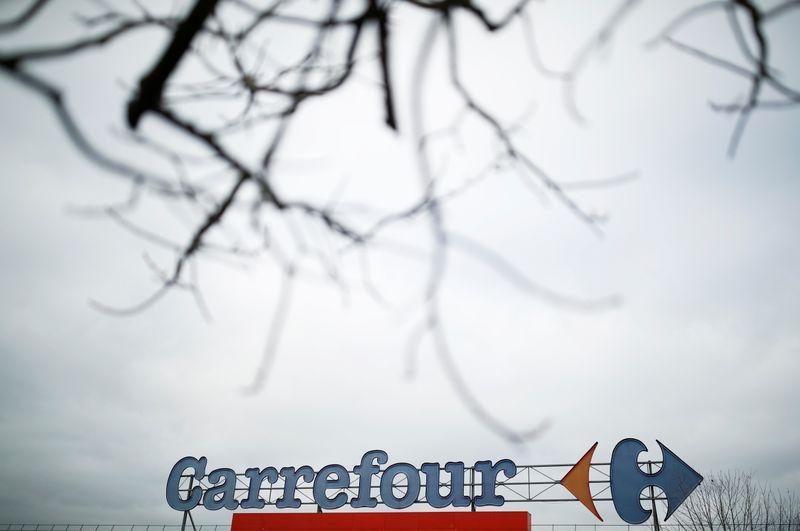 """Elisabeth Borne """"opposée"""" à un rachat de Carrefour par Couche-Tard"""