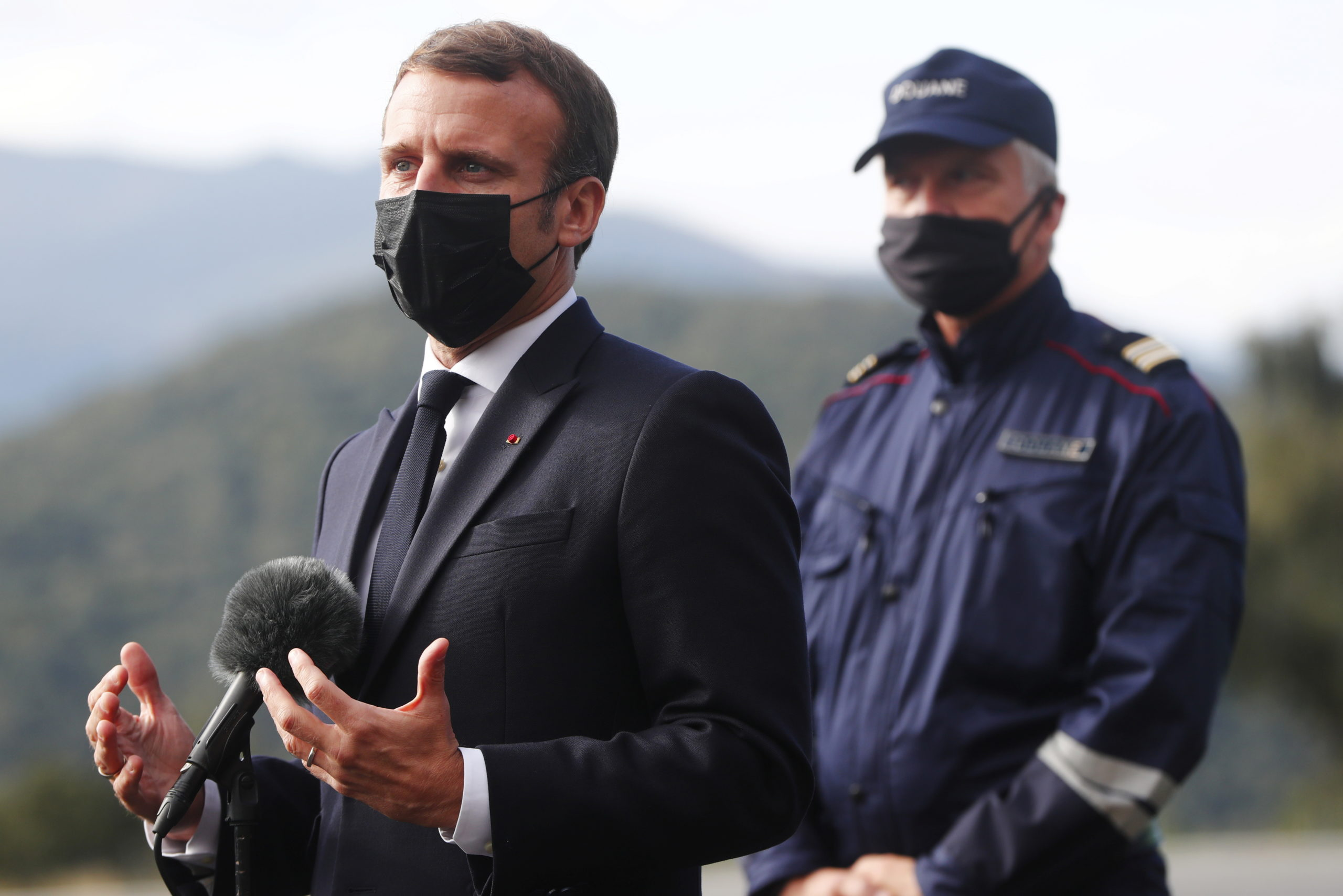 Emmanuel Macron annonce le doublement des effectifs dédiés au contrôle des frontières