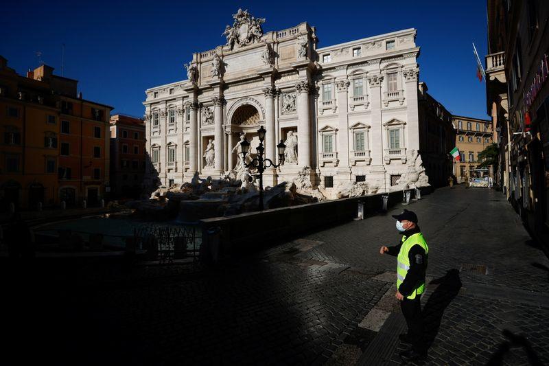 En Italie, 364 décès liés au COVID-19 enregistrés le jour de l'An