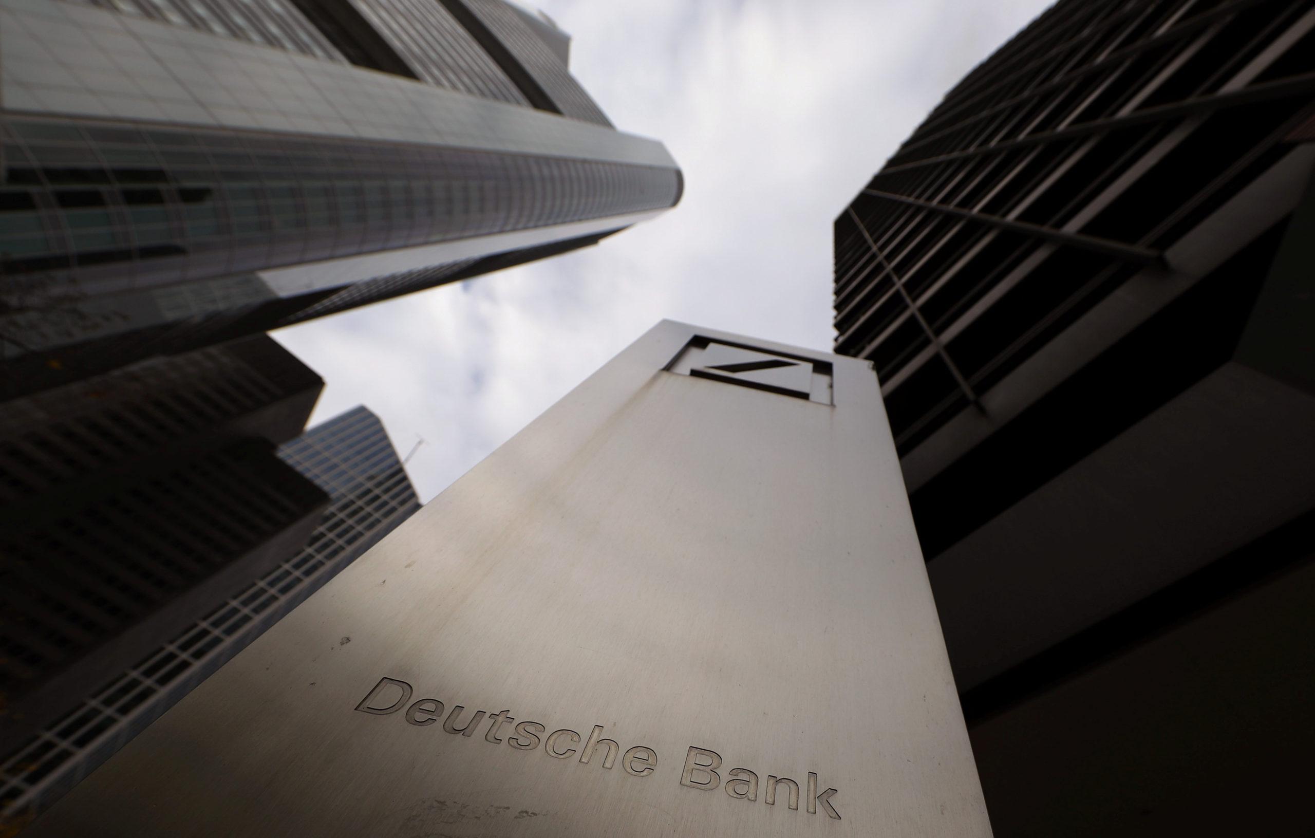 """""""FinCEN Files"""": Les banques mondiales mises en cause dans la circulation d'argent sale"""