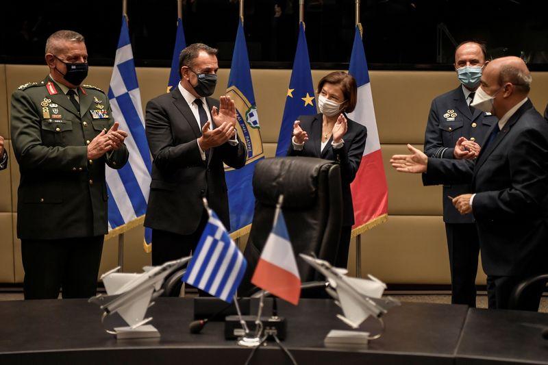 Florence Parly à Athènes pour la signature d'un contrat de 18 Rafale