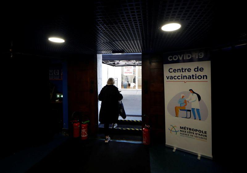 France: Report de primo-injections en raison de la pénurie de vaccins