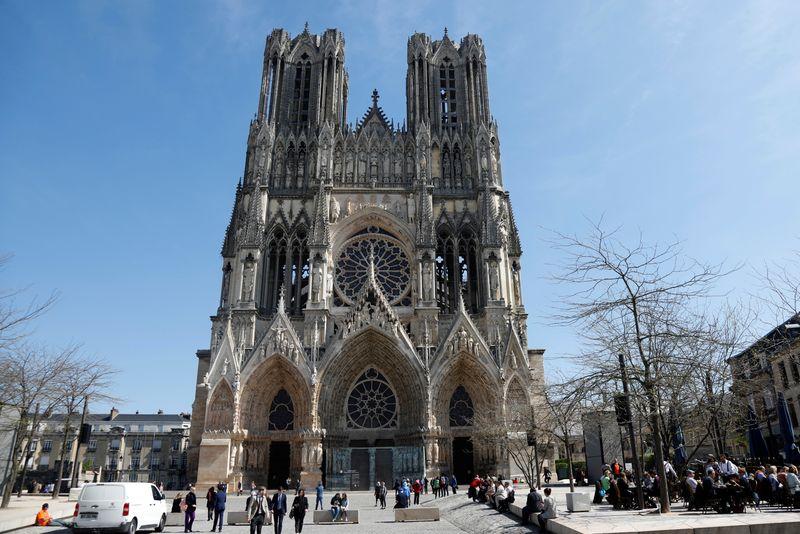 """France: Une """"nouvelle jauge"""" pour les lieux de culte définie d'ici jeudi"""