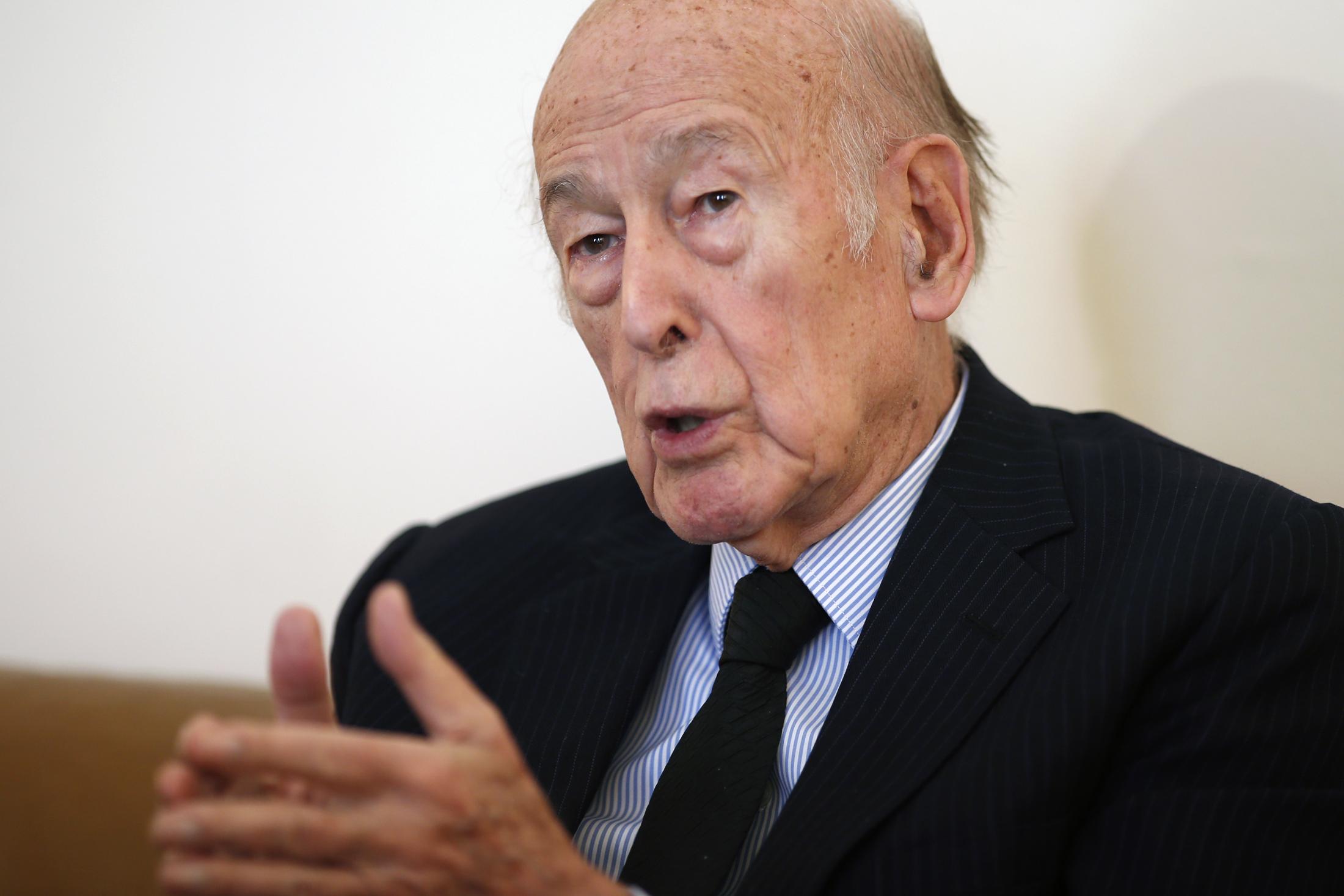 """Giscard d'Estaing, toujours hospitalisé, """"se sent bien aujourd'hui"""""""