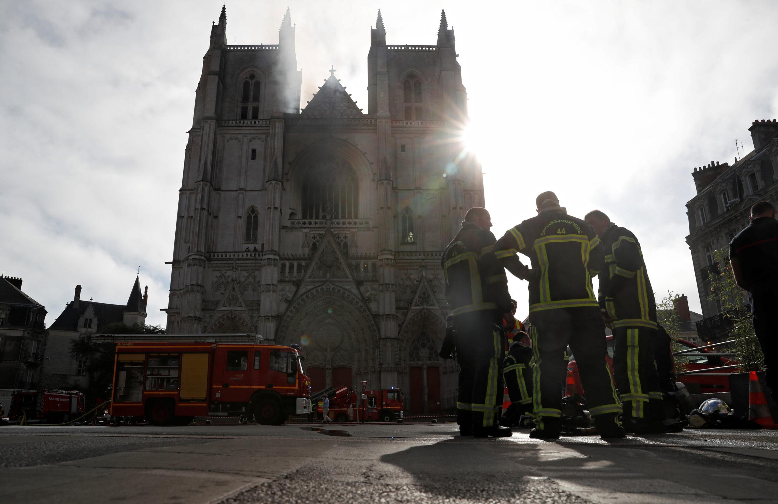 Incendie de Nantes: Le parquet requiert le placement en détention du bénévole du diocèse