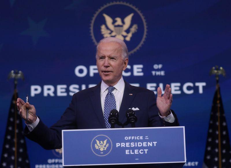Joe Biden choisit Miguel Cardona comme secrétaire à l'Education