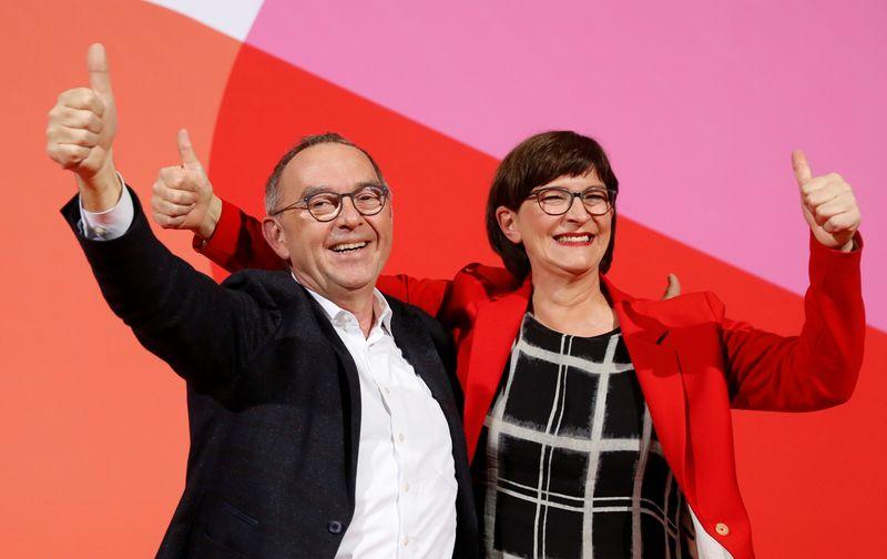 L'aile gauche du SPD prend la tête du parti, la coalition Merkel fragilisée