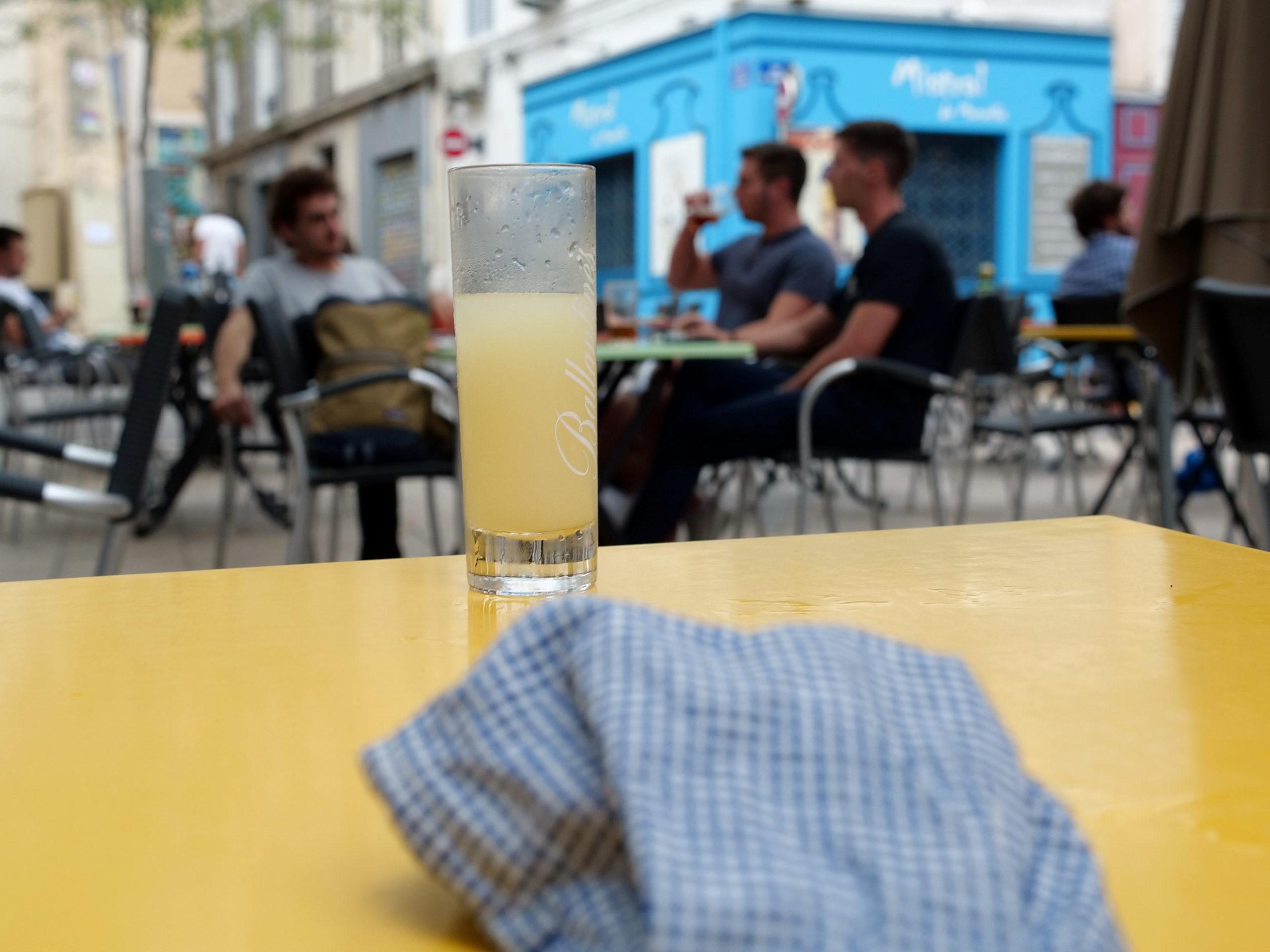 La fermeture des bars de Marseille repoussée à dimanche, selon Muselier