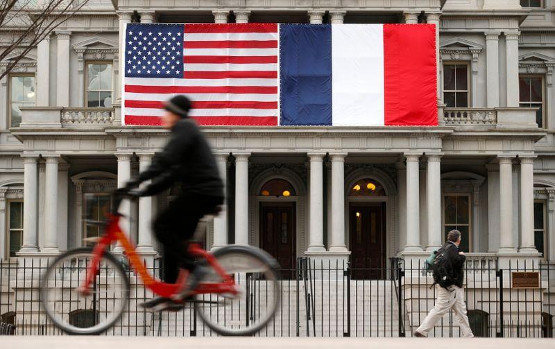 """La France ne veut plus de """"surenchère tarifaire"""" avec les USA, déclare Le Drian"""
