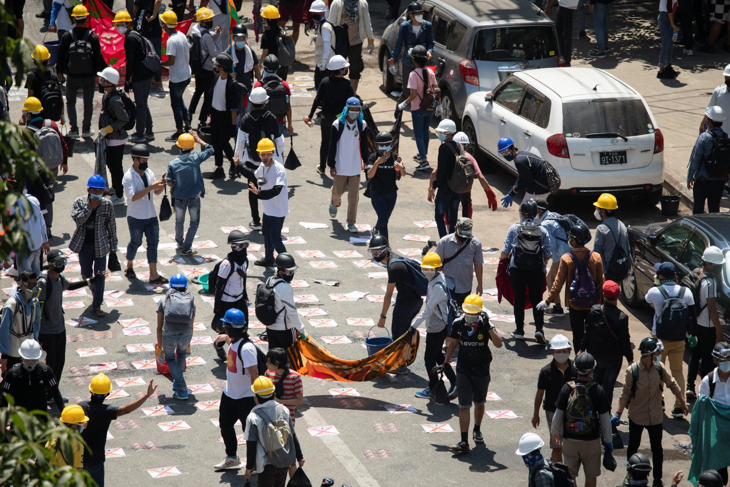 La police birmane tire sur les manifestants, un mort