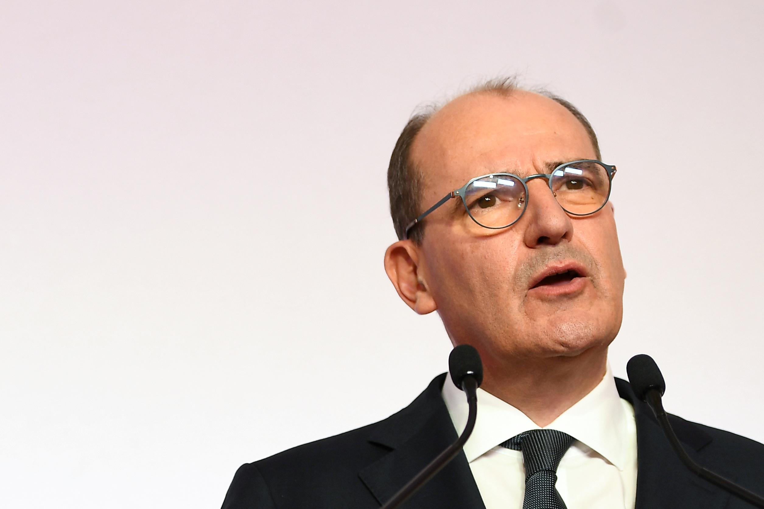La relance vise à éviter un effondrement économique, dit Castex