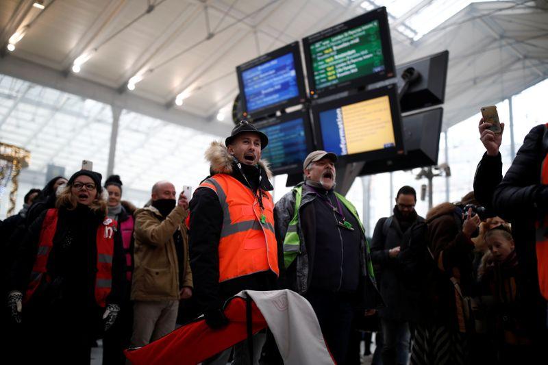 La SNCF prévoit un trafic encore très perturbé ce vendredi