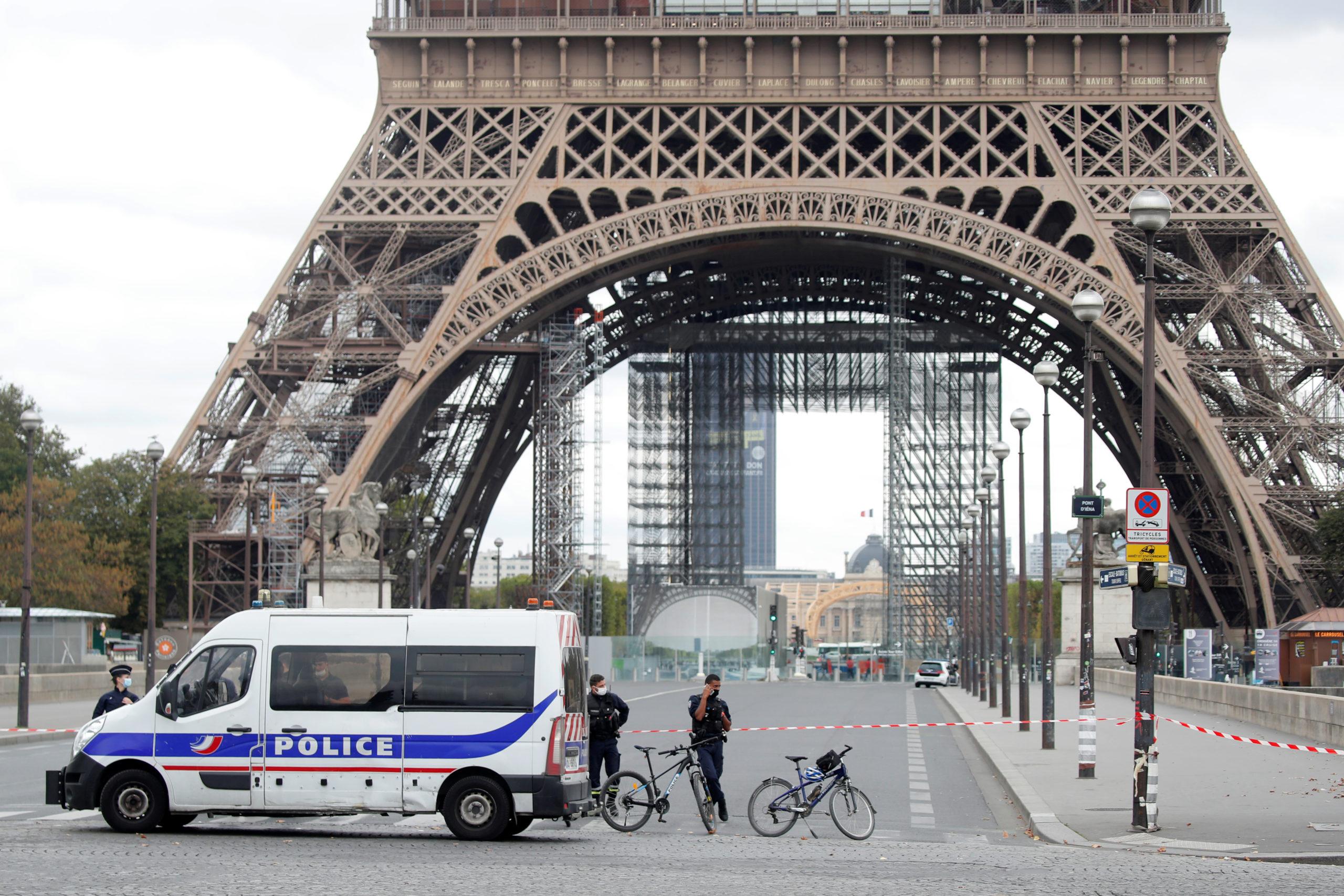 La Tour Eiffel évacuée après une alerte à la bombe, rapporte BFM