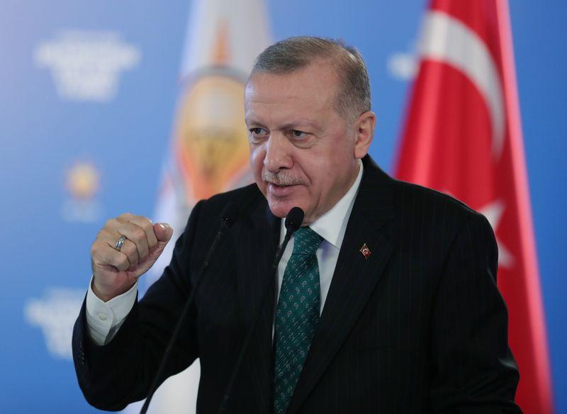 La Turquie veut atteindre la Lune en 2023, dit Erdogan