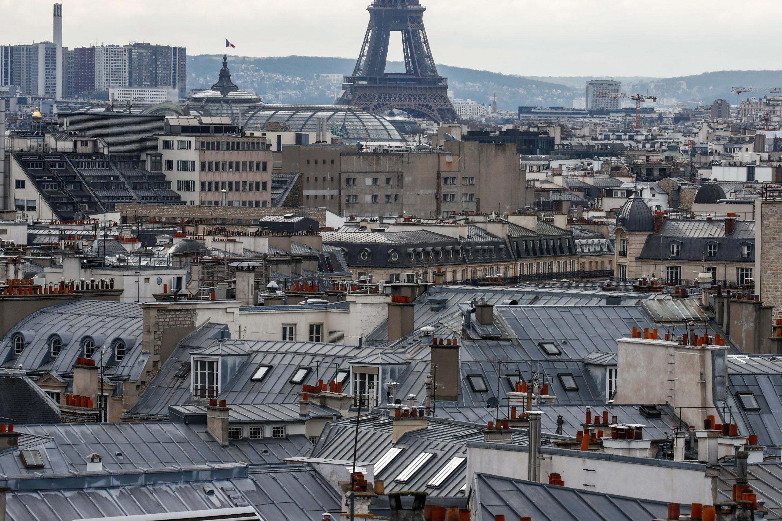 Le gouvernement prêt à examiner l'hypothèse d'un confinement à Paris