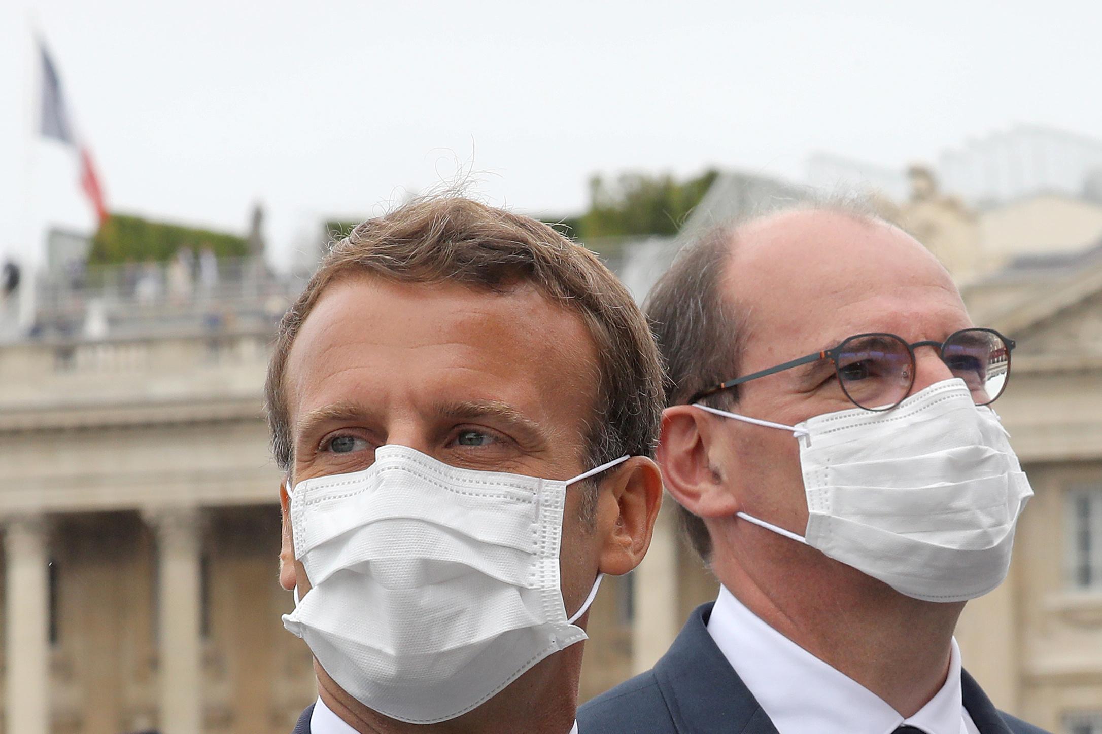 Le masque obligatoire dans les lieux publics clos le 1er août, dit Macron