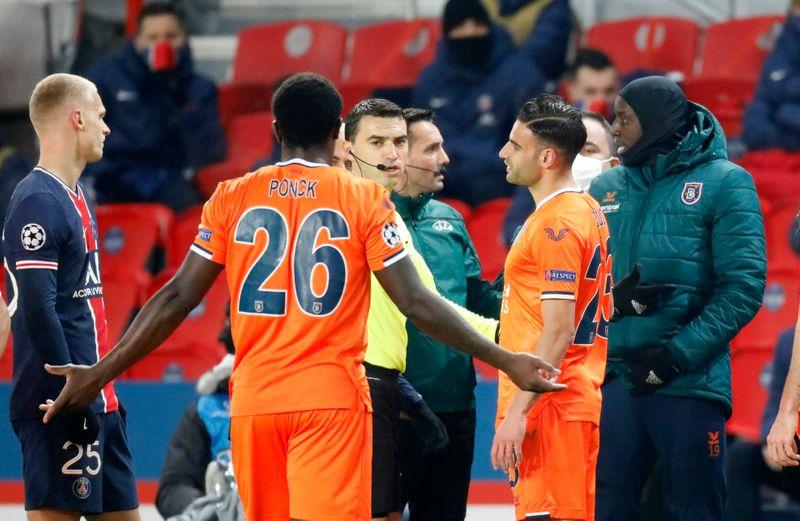 Le match PSG-Basaksehir interrompu, les Turcs dénoncent une insulte raciste d'un des arbitres