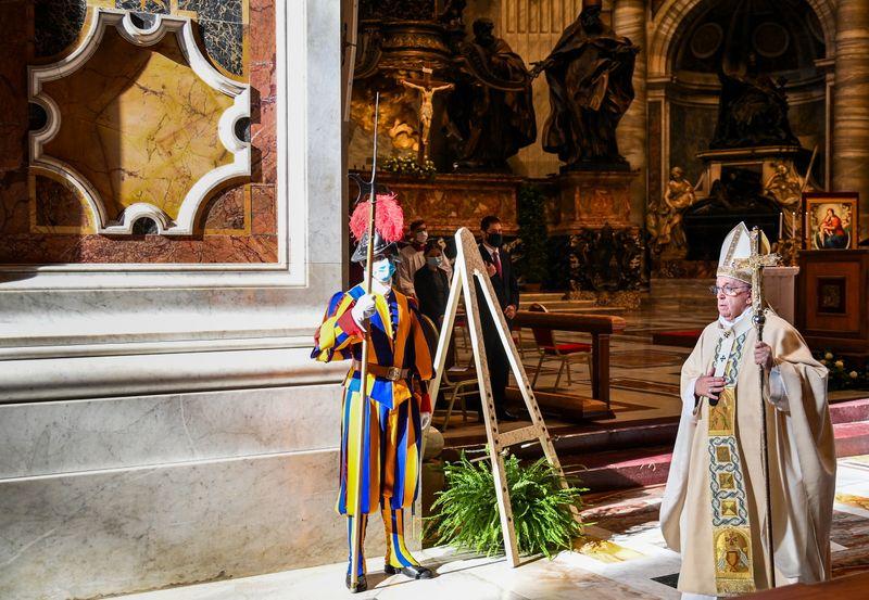 Le pape François défend l'idée d'un revenu universel pour l'après-COVID