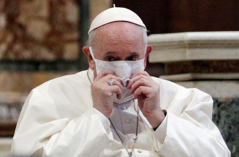 Le pape sermonne les vacanciers ayant fui l'épidémie de Covid-19
