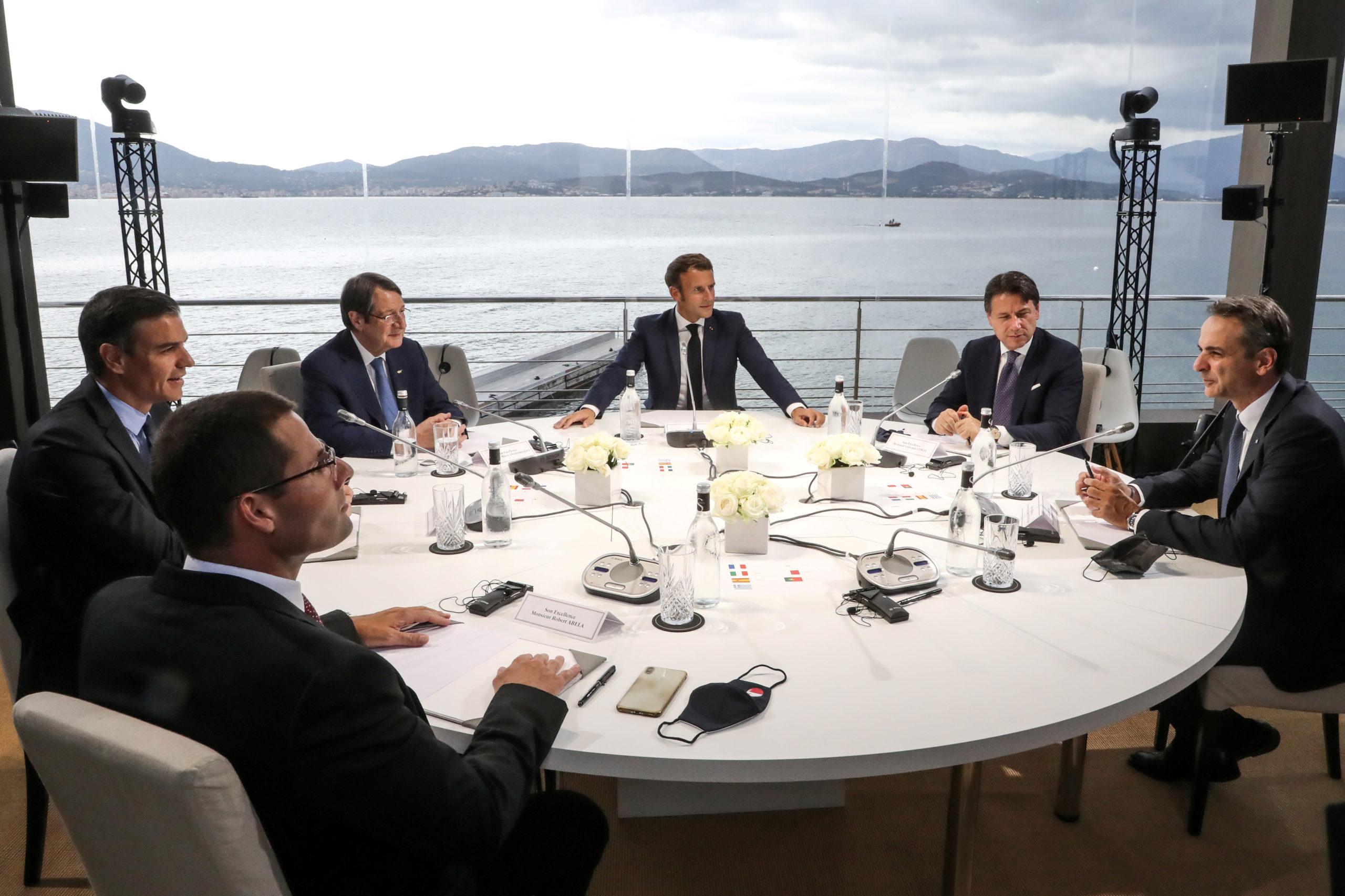 """Les Européens veulent relancer le dialogue avec Ankara sans """"naïveté"""""""