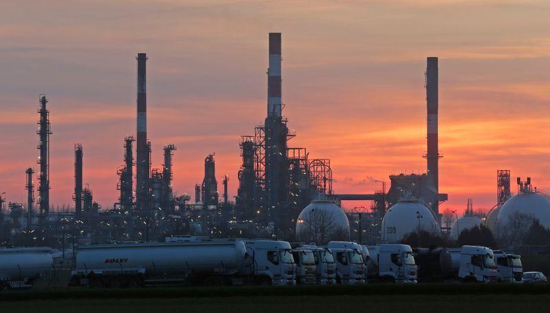 Les salariés de la raffinerie de Grandpuits poursuivent les blocages
