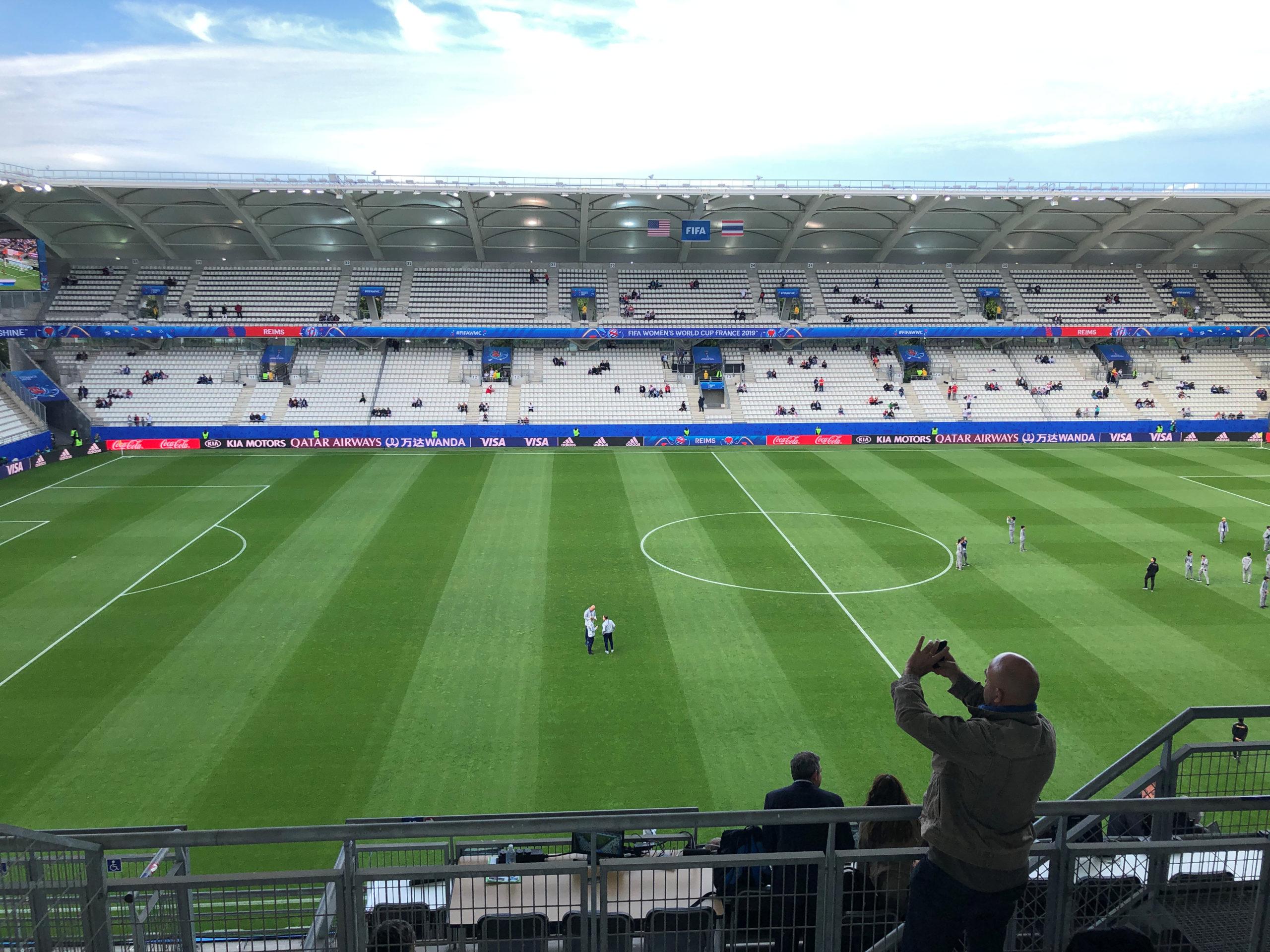 Les stades restent limités à 5.000 spectateurs, des dérogations possibles