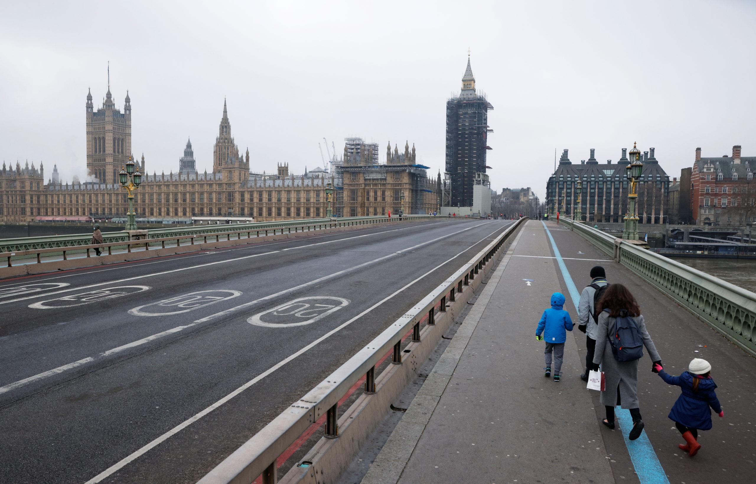 Londres appelle à une trêve mondiale pour permettre les vaccinations anti-COVID