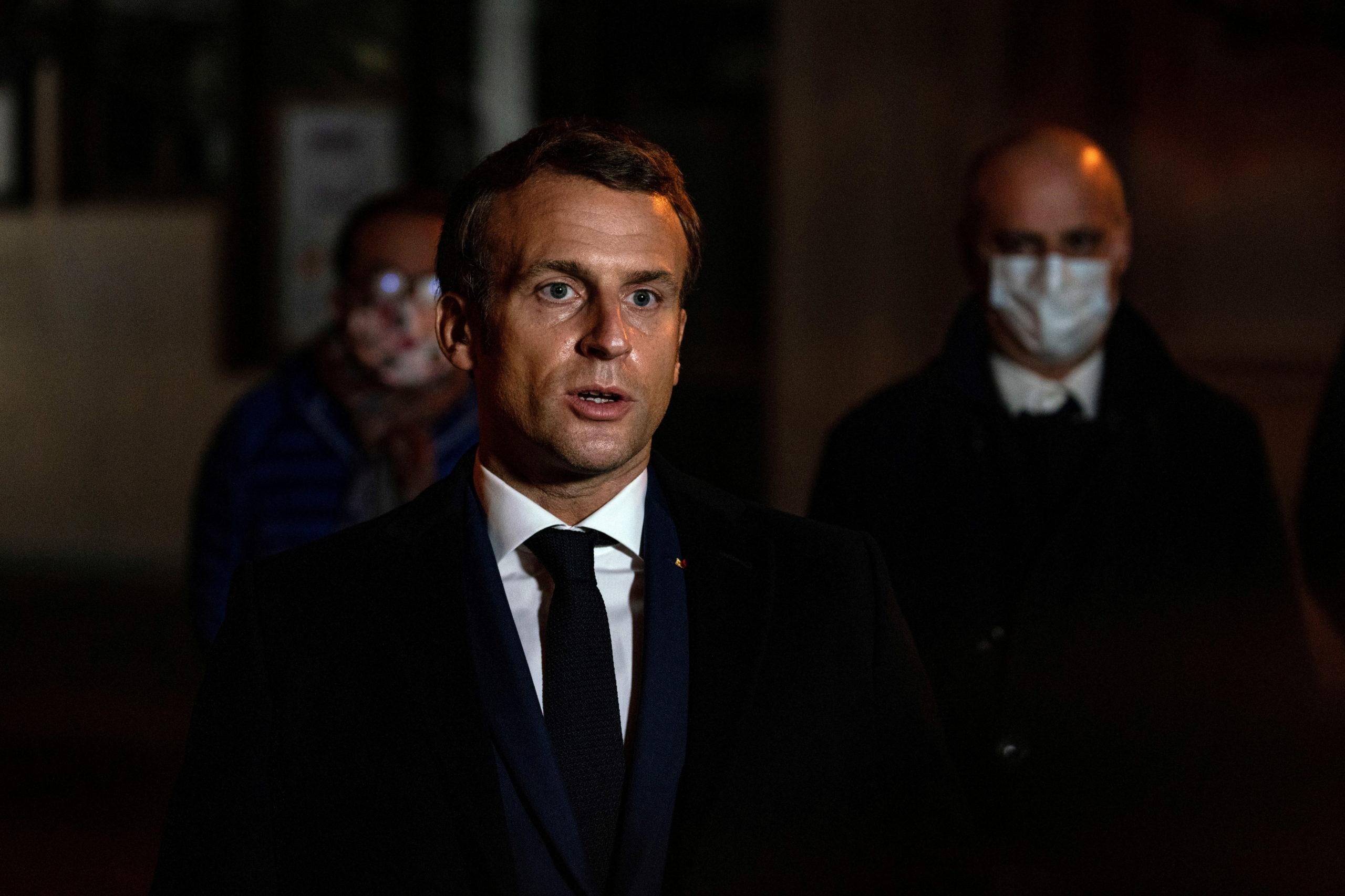 """Macron à Bobigny promet d'intensifier les """"actions concrètes"""" contre l'islam radical"""