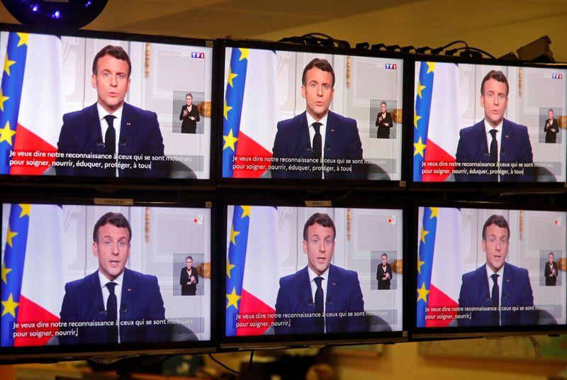 Macron défend l'espoir pour 2021 avec le vaccin contre le coronavirus