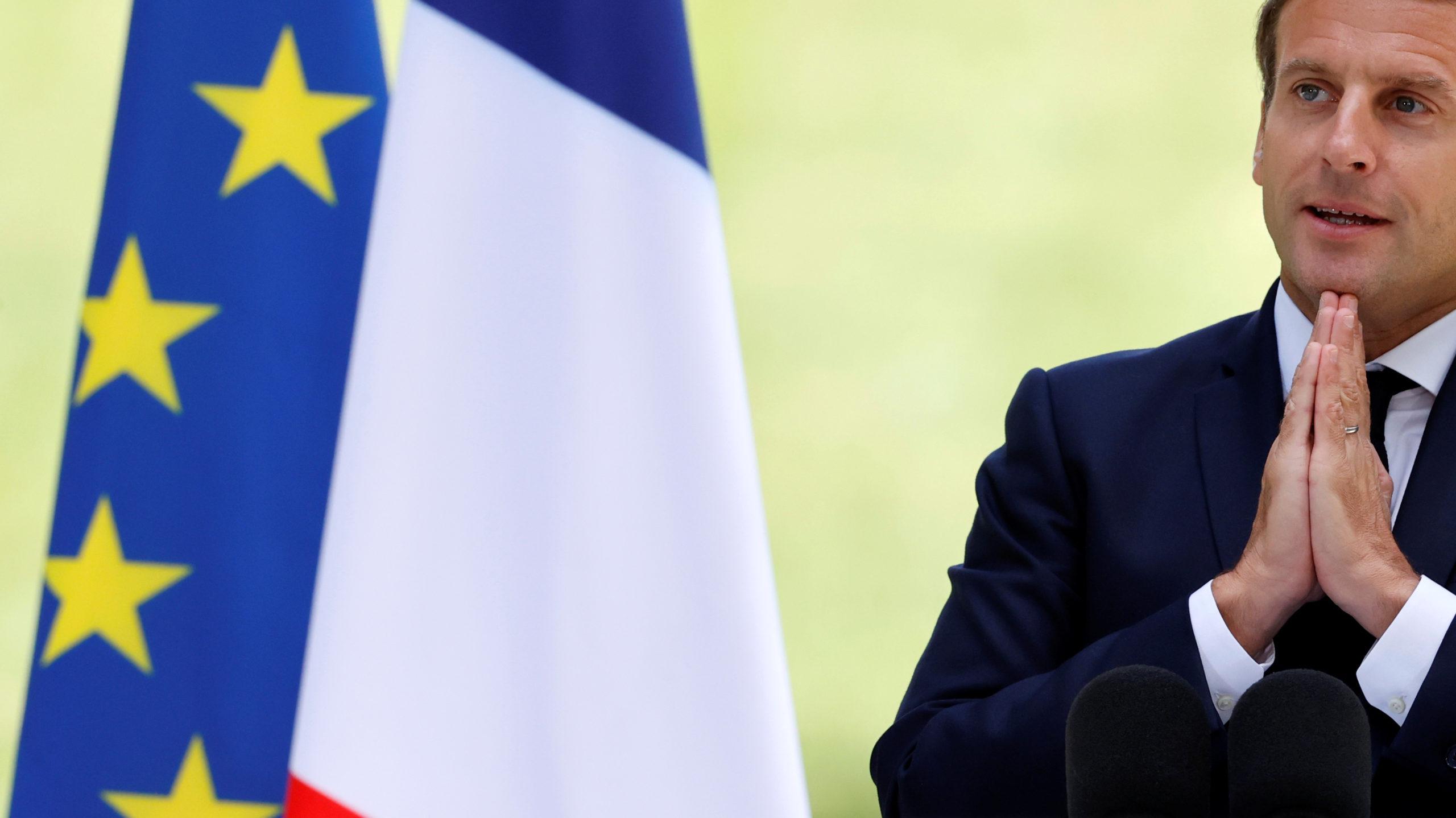 """Macron promet d'accélérer la """"conversion écologique"""" de la France"""