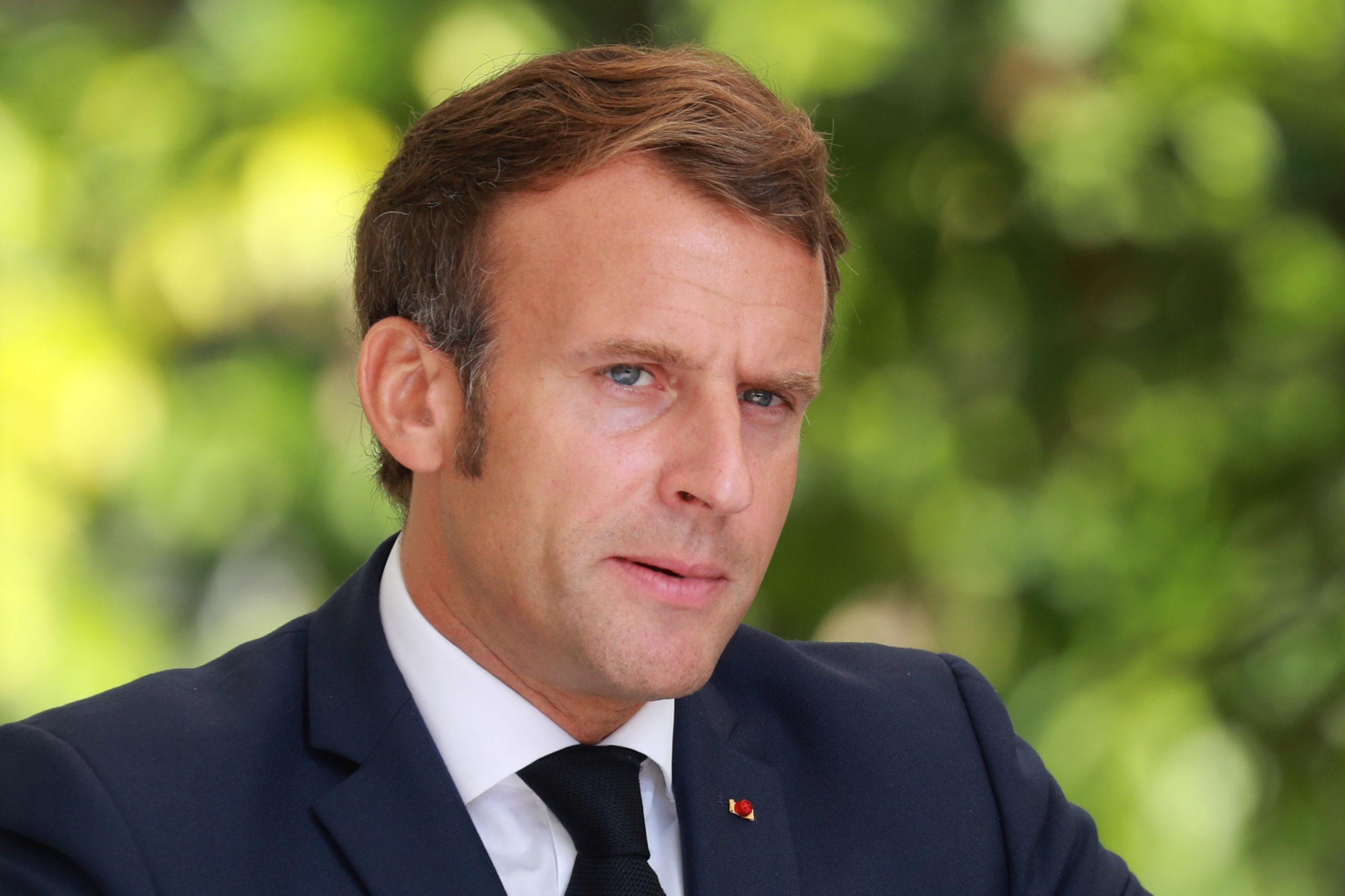 """Macron réclame à Poutine toute la lumière sur la """"tentative d'assassinat"""" de Navalny"""