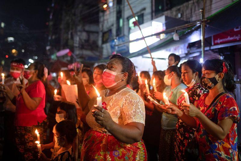 Manifestation contre le coup d'état à Rangoun