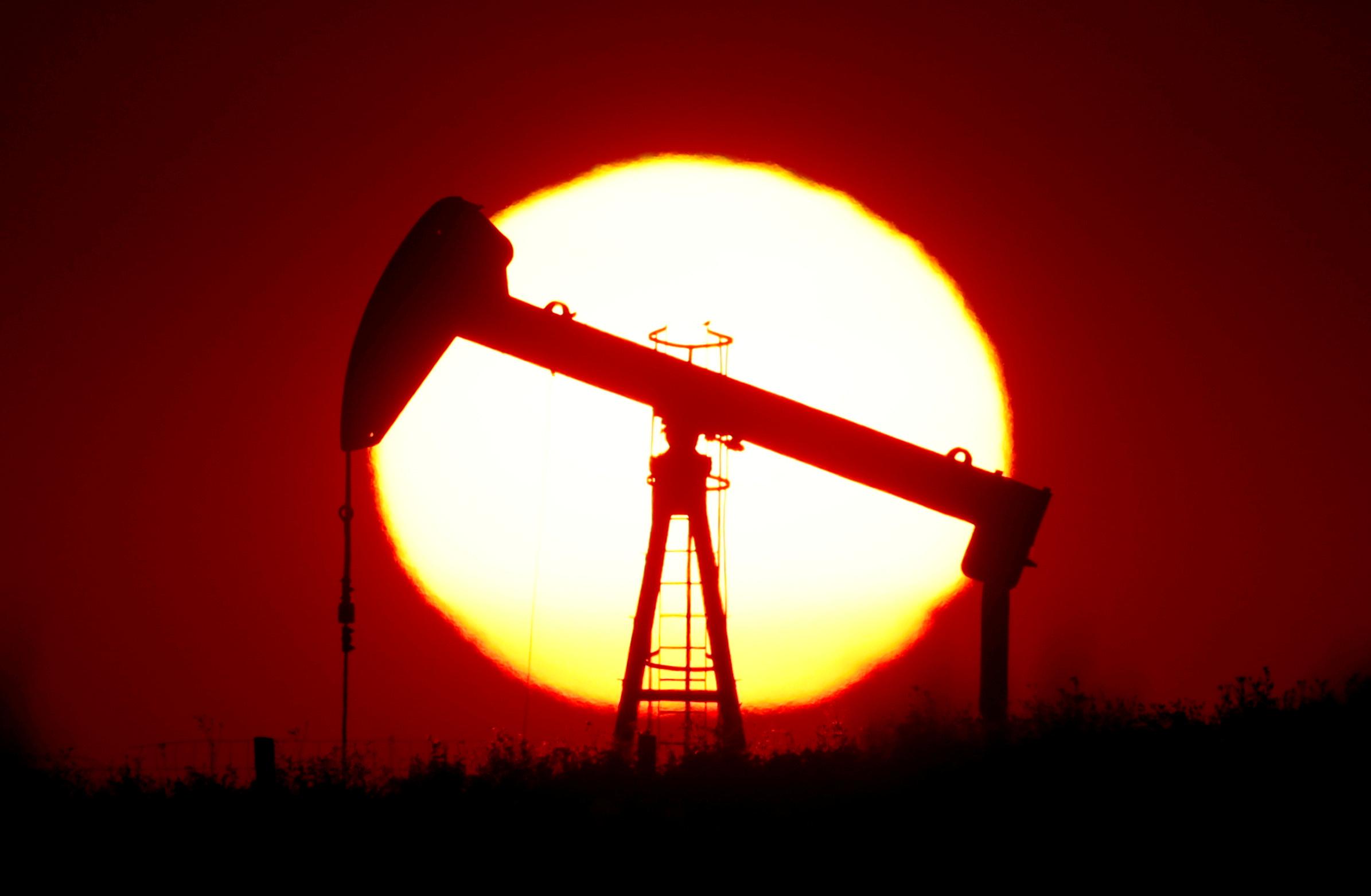 Paris va réduire ses garanties à l'export pour l'énergie fossile