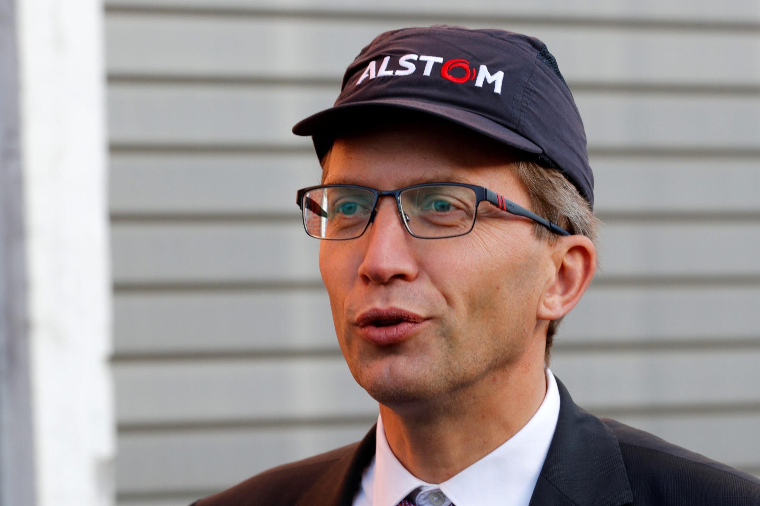"""Pas de """"casse"""" sociale après le rapprochement avec Bombardier, selon le PDG d'Alstom"""