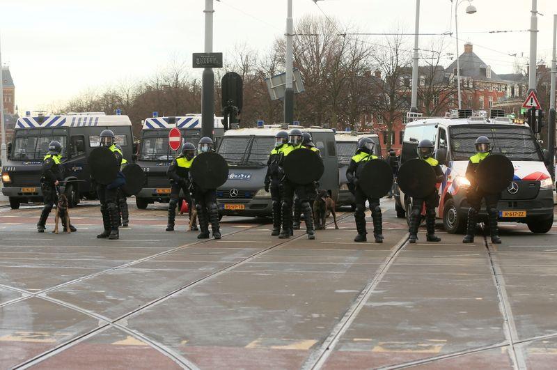 Plus de 150 arrestations aux Pays-Bas après une nouvelle nuit de violences