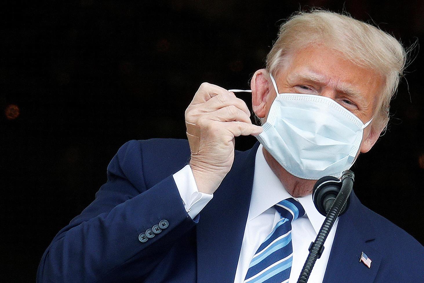 Trump s'exprime pour la 1e fois en public, n'est plus contagieux